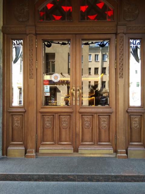 Реставрация деревянных уличных дверей